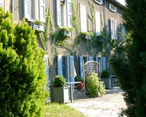 Hôtel de charme Villa Gaia à Digne les Bains proche de la Fondation David Neel, calme et bien-être