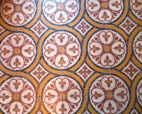 déco sol ancien de l'hôtel de charme Villa Gaia à Digne les Bains proche de la Fondation David Neel,