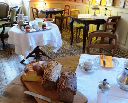 salon des petits-déjeuners à la Villa Gaia Digne